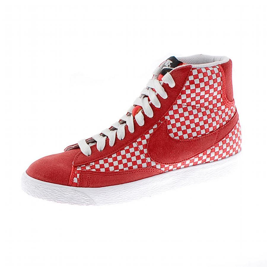newest 2cc91 8f417 Nike Blazer Mid Woven Suede Trainers Hyper Red