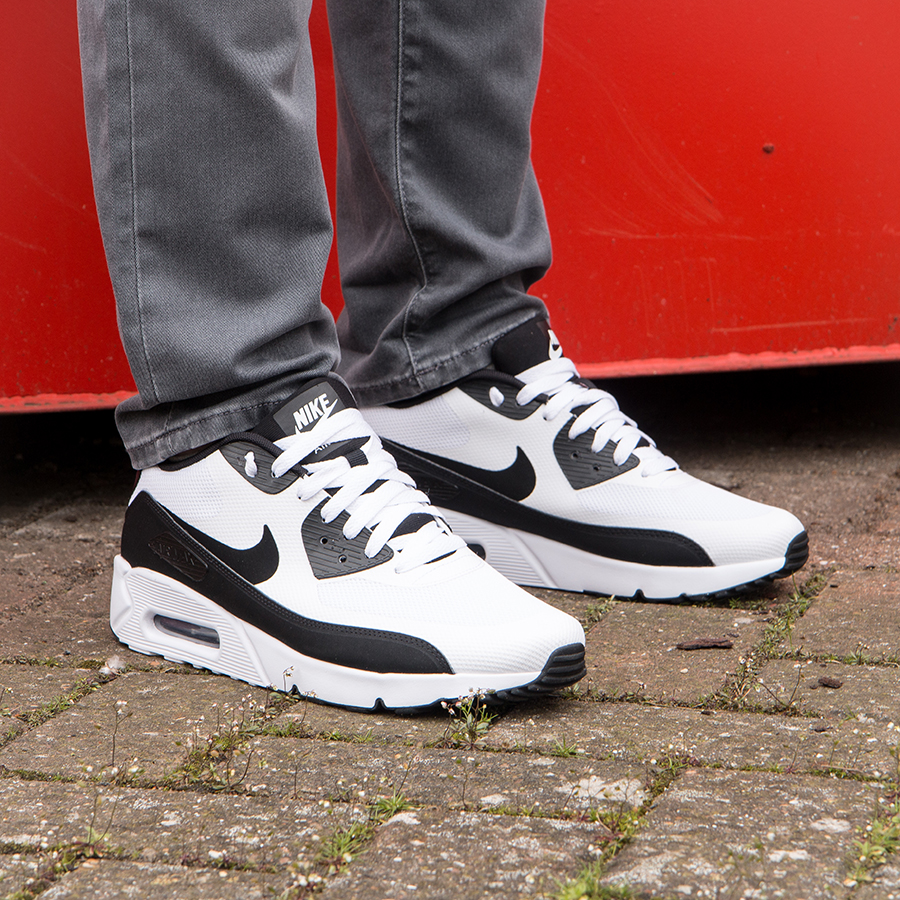 3 Ways to Wear Nike Air Max 90's
