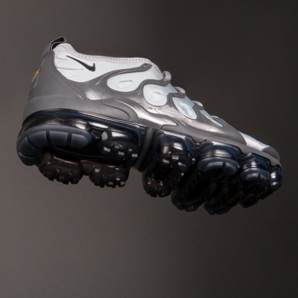 NIKE AIR VAPORMAX PLUS TRAINERS GREY